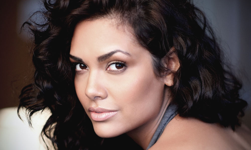 Knowing Indian Model Esha Gupta